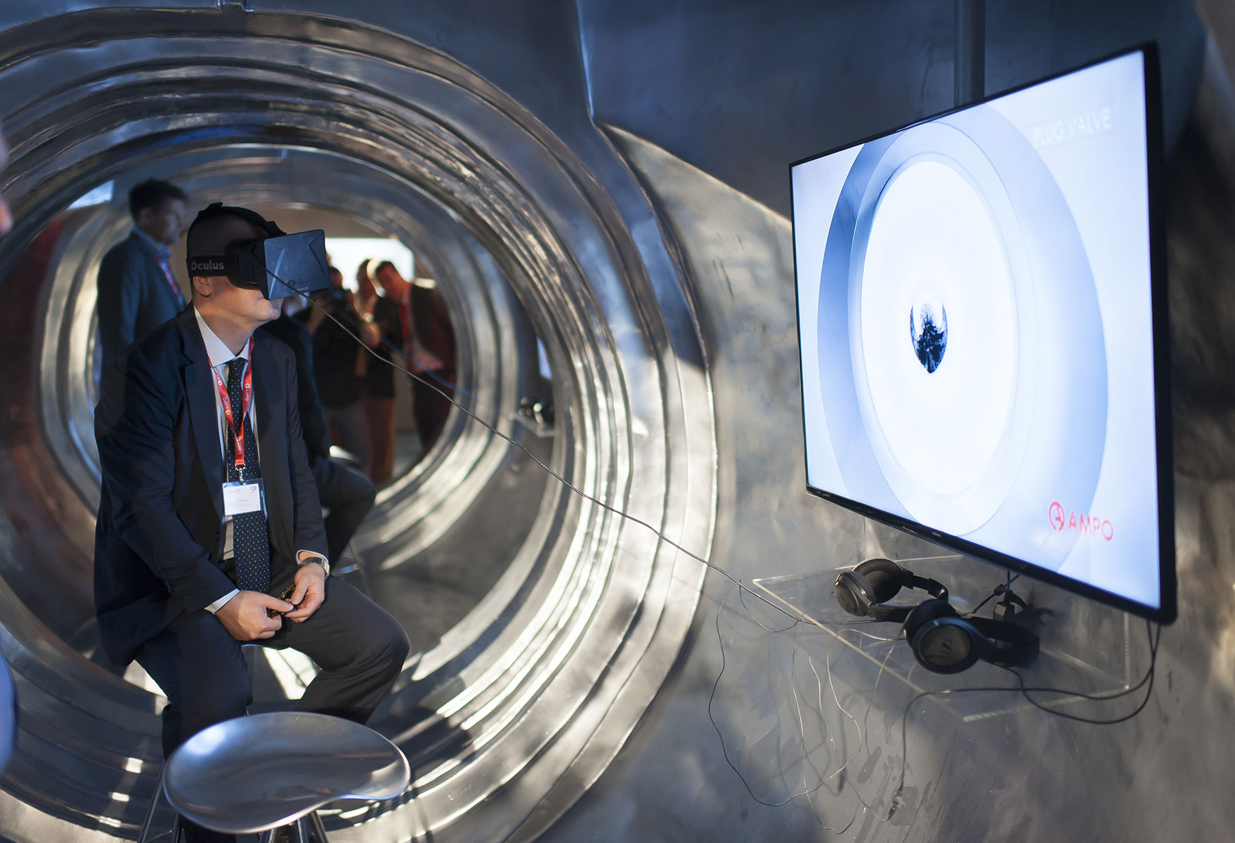 Experience-inside-a-valve-with-Virtual-Reality