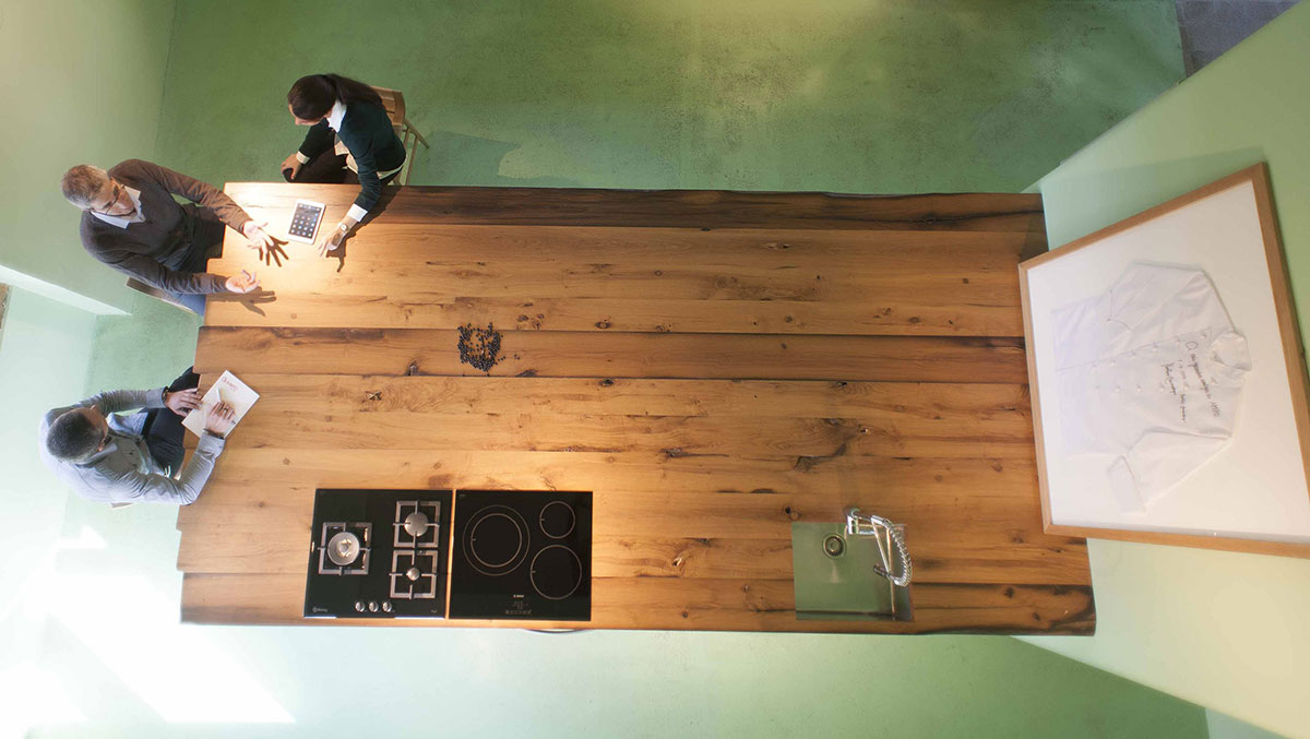 Informal-meeting-at-the-green-kitchen
